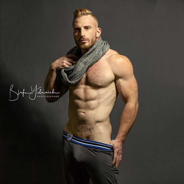 Jasper Fox hint 10 pants bulge.jpg
