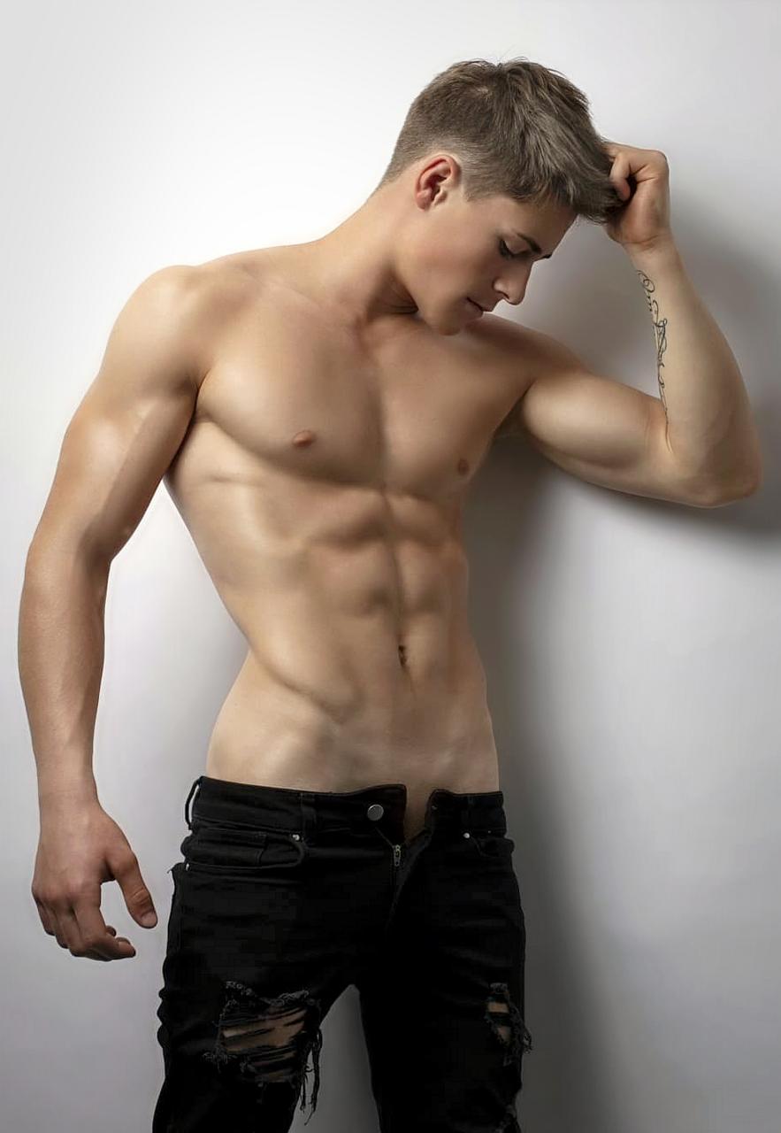 Shirtless Hunks - The Adonis Blog - AdonisMale